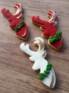 Some of the best decorated Christmas cookies! Make Christmas cookie ornaments for the Christmas tree and Christmas parti. Christmas Reindeer Cookies, Christmas Cupcakes, Christmas Sweets, Christmas Deer, Christmas Baking, Christmas Parties, Christmas Gingerbread, White Christmas, Gingerbread Cookies
