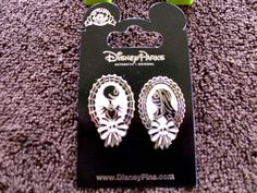 """Agreat Nightmare Before Christmas pin set.Skull and ribbon decorated frames with portraits of Jack Skellington & Sally from """"The Nightmare Before C hristmas"""" are paired together on a single card. This nice pin set is new on card and perfect for your NBC collection.   eBay!"""