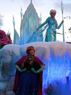 Disneyland Paris - Disney Magic on Parade - Elsa & Anna Photo by Margot le Fae