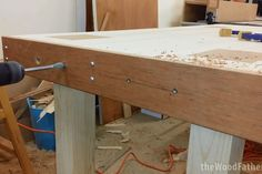 A Solid and Cheap Workbench: 10 Steps (with Pictures) Woodworking Guide, Woodworking Patterns, Easy Woodworking Projects, Wood Turning, Entryway Tables, How To Plan, Design, Home Decor, Pictures