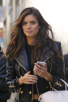 "sarasampaios: "" Sara Sampaio out in New York City on November 2015 "" - Coiffure Sites Sara Sampaio, Dark Hair, Brown Hair, Thick Hair, Hair Inspo, Hair Inspiration, Looks Black, Victorias Secret Models, Victoria Secret Hair"