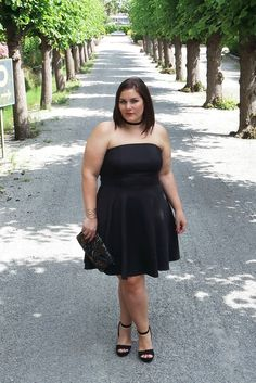 I've found the perfect LBD: this strapless black plus size dress   #plussizeblogger #theBiggerBlog