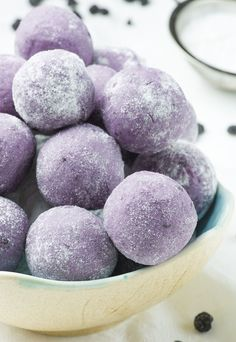 White Chocolate Blueberry Truffles - simple no bake dessert recipe with only 5 ingredients: white chocolate, butter, heavy cream and dried blueberries, roll into powdered sugar. NO ARTIFICIAL COLOR OR FLAVOR ADDED!