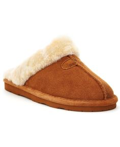 Stay warm with the help of a fierce print and warm sheepskin lining. The Loki Ii slippers by Bearpaw. Bearpaw Boots, Suede Cleaner, Skin Line, Fall Hats, Boating Outfit, Bear Paws, Sneaker Boots, Casual Bags, Slipper