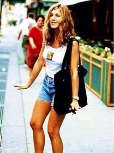 Thirty-three sexy Jennifer Aniston pictures that prove Brad PItt was a fool all along. Jennifer Aniston 90s, Jeniffer Aniston, Jennifer Aniston Pictures, Fashion Models, 90s Fashion, Girl Fashion, Fashion Outfits, Steven Meisel, Drew Barrymore