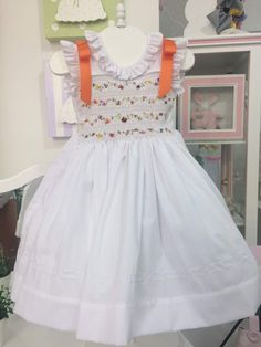 "Vestido blanco. Corpiño bordado en ""punto nido de abeja"" Alumna agosto 2017"