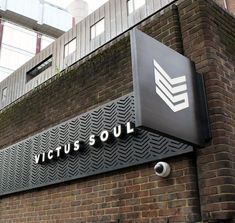 🏋️‍♂️ Victus Soul 📍 Aldgate, London We're obsessed with the new signage for As always, designed, manufactured and installed by Want your own signage? Get in touch today! Storefront Signage, Restaurant Signage, Store Signage, Retail Signage, Wayfinding Signage, Signage Design, Office Signage, Gym Interior, Restaurant Interior Design