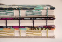 Costura francesa no caderno de cima e de baixo (crédito da foto: Rosa Guimarães)
