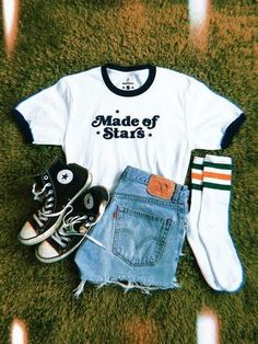 These hipster outfits reveal a blend of a couple of styles, time period intervals, or civilizations. Teenage Outfits, Teen Fashion Outfits, College Outfits, Retro Outfits, Mode Outfits, Grunge Outfits, Girl Outfits, Teenager Fashion, Vintage Inspired Outfits