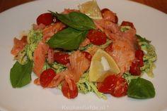 Een heerlijke pasta met rucolapesto, gerookte zalm en cherrytomaten die snel en makkelijk te maken is. Echt een verrukkelijk gerecht!