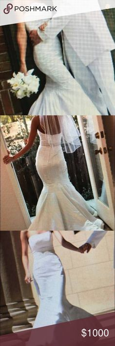 Mermaid Wedding Dress This is a size 2 wedding dress mermaid style, comes with a veil. Great condition, it has been dry cleaned. Dresses Wedding