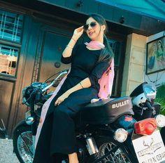College Girl Image, College Girls, Girls Dp Stylish, Cute Girls, Punjabi Girls, Punjabi Suits, Indian Wedding Fashion, Girl Attitude, Attitude Quotes