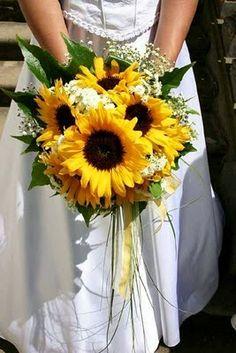 Sunflower wedding flowers http://weddingflowersideas.blogspot.com/2014/05/sunflower-wedding-flowers.html