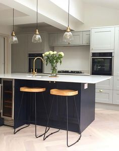 two-tone kitchen strikes just the right balance between modern and refined. Open Plan Kitchen Diner, Kitchen Design, Living Room Kitchen, Howdens Kitchens, Kitchen Inspirations, Kitchen Renovation, Open Plan Kitchen Living Room, Modern Kitchen, Open Plan Kitchen Dining Living