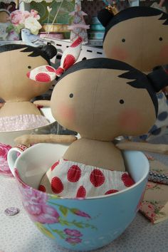 Sweetheart doll... (omG!.....cups full of little sweetheart tilda dolls! Yummy for my eyes!!)...