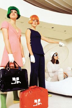 Back to the Future with André Courrèges Fashion 60s, Space Fashion, Fashion Mode, Fashion Images, Fashion History, Vintage Fashion, Fashion Black, Ladies Fashion, Gothic Fashion