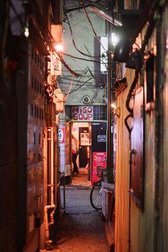 夜の新宿ゴールデン街。哀愁ただよう画像