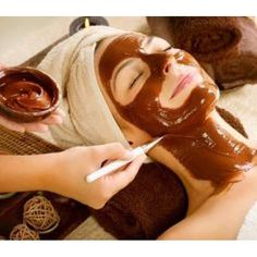 Chocolates are only for eating, right? No, chocolates are also used for making good quality facial masks. One of the best sources of antioxidants, chocolates Chocolate Facial, Chocolate Face Mask, Homemade Chocolate, Hot Chocolate, Cadbury Chocolate, Chocolate Lovers, Chocolate Fondue, Coffee Face Mask, Skin Whitening