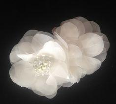 Bridal Organza Hairpiece in two flowers with Swarovski Centerpiece...  Tocado de dos flores de Organza de Seda con centro de Swarovski..