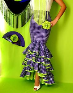 Todo Ideas en pendientes gitana Circle Skirt Pattern, Lace Gown Styles, Spain Fashion, African Traditional Dresses, Latest African Fashion Dresses, Cute Outfits For Kids, African Dress, Indian Outfits, Dress Patterns