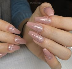 Nails design pink glitter classy 64 ideas in 2019 Pink Glitter Nails, Pink Ombre Nails, Summer Acrylic Nails, Cute Acrylic Nails, Coffin Nails Glitter, Glitter Nail Polish, Pink Nail Designs, Nails Design, Aycrlic Nails