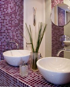 Purple tile's majesty in the bathroom