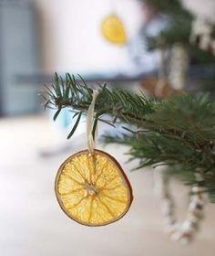 Décoration de Noël pas chère, authentique et naturelle avec des oranges séchées