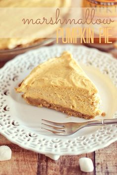 Impossibly Fluffy Marshmallow Pumpkin Pie is a wonderful no bake dessert recipe that makes for the perfect fall dessert. Heavy cream, pumpkin puree, and mini marshmallows make the pie perfectly light and fluffy. Beaux Desserts, Köstliche Desserts, Dessert Recipes, Dessert Healthy, Health Desserts, Plated Desserts, Pumpkin Pie Recipes, Fall Recipes, Holiday Recipes