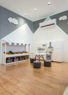 Osvaldo Segundo - Consultório Nutrição Infantil Medical Office Design, Dental Office Design, Clinic Interior Design, Clinic Design, Indian Bedroom Design, Kindergarten Interior, Small Space Office, School Furniture, Cabinet