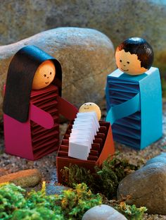 krippe weihnachten Great craft idea z. Children: handmade crib - handicrafts with kids - Excellent great craft idea z. Crafts For Teens To Make, Halloween Crafts For Kids, Christmas Crafts For Kids, Xmas Crafts, Diy For Teens, Halloween Diy, Christmas Time, Diy And Crafts, Christmas Decorations
