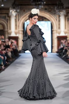 We Love Flamenco 2020 - Sevilla Formal Dresses For Weddings, Wedding Dresses, Dress Collection, Retro, Polka Dots, Hair Beauty, Dresses For Work, Couture, Clothes For Women