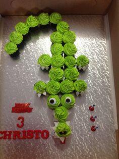 Cupcake pull-apart crocodile cake