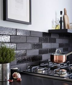 Black kitchen tiles matt black tile black and white kitchen wall tiles ideas Black Subway Tiles, Black Tiles, Kitchen Wall Tiles, Kitchen Backsplash, Travertine Backsplash, Beadboard Backsplash, Herringbone Backsplash, Kitchen Cabinets, New Kitchen