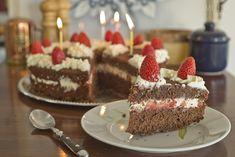 Cómo hacer una torta para cumpleaños de chocolate y frutillas