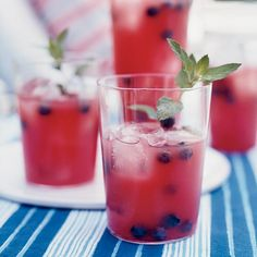 Modern Summer Cocktails | Keep cool with the best summer cocktails! Read on for more summer-time inspiration.