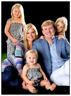 Foto van de Prins van Oranje, Prinses Máxima en hun dochters de Prinsessen Catharina-Amalia, Alexia en Ariane, 2008