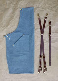 Delantal del dril de algodón con tiras de cuero por BlueandGrae
