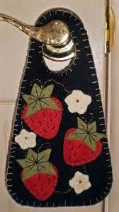 PENNY RUG DOOR HANGER Strawberries INSTANT DOWNLOAD E PATTERN