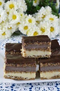 Prajitura Alcazar - CAIETUL CU RETETE Romanian Desserts, Romanian Food, Delicious Deserts, Yummy Food, Cookie Recipes, Dessert Recipes, Croatian Recipes, Mousse, Cupcake Cakes