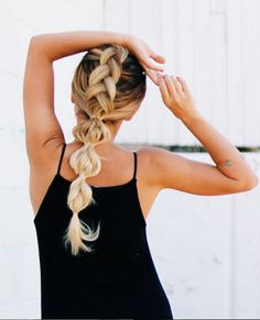 This french braid and pony hybrid is so amazing!