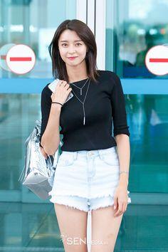 Latest KPop News for all KPop fans! Pretty Asian, Beautiful Asian Girls, Nara, K Pop, Asian Celebrities, Celebs, Asian Fashion, Girl Fashion, Body Proportions