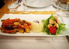 Legumes salteados com tofu para o almoço de hoje  e por aí o que almoçaram hoje?