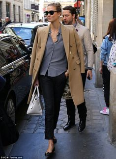 Karlie Kloss dressed up an otherwise understated outift with a chic camel-coloured coat as she strolled through the streets of Paris http://dailym.ai/1ryYmEe