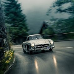 The Legend.  #MBPhotoCredit @fuenfkommasechs  #Mercedes #Benz #300SL #classiccars #instacar #germancars #carsofinstagram cc: @MercedesBenzMuseum