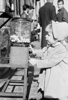 27 Things Kids Did That Would Horrify Us Now - Insan e Things That Were Acceptable for Children in the Vintage Pictures, Old Pictures, Old Photos, My Childhood Memories, Sweet Memories, The Good Old Days, Vintage Photographs, Animals For Kids, My Memory