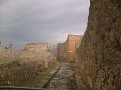 """ALBA """"POMPEIANA""""  Vicolo del Gigante  #pompeii #scavidipompei #pompeiiruins #faunopompei #pompeiviva #archeologicalsites #pompei"""