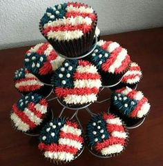 Fourth of July cupcakes Patriotic Cupcakes, Patriotic Desserts, Holiday Cupcakes, 4th Of July Desserts, Cute Cupcakes, Holiday Treats, Football Cupcakes, 4th July Cupcakes, Patriotic Party