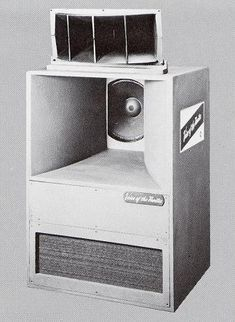 The legendary Altec Voice Of The Theater loudspeaker, made from 1950 to the Horn Speakers, Diy Speakers, Hifi Stereo, Hifi Audio, Bass, Altec Lansing, Electronics Companies, Music Machine, Sound Speaker