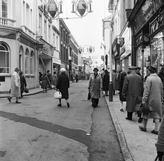 North Devon, Christmas Shopping, 1960s, British, Street View, Pictures, Photos, Sixties Fashion, Grimm