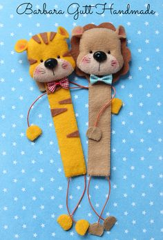 Lion and tiger bookmarks Diy Bookmarks, Crochet Bookmarks, Felt Crafts Diy, Handmade Crafts, Felt Bookmark, Book Markers, Felt Cat, Felt Decorations, Felt Dolls